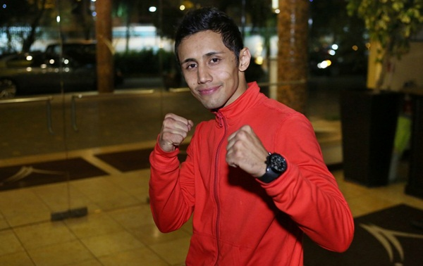 1 oct 2012 WBO 105LBS CHAMP MOISES FUENTES ARRIVED IN PUERTO RICO FOR THE WAR 2