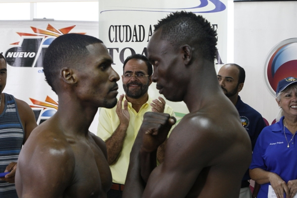 6_jul_2012_Official_Weigh_In_Telefutura_Solo_Boxeo_Tecate_in_Toa_Baja_Puerto_Rico-_Gonzalez_vs_Laryea_2_2